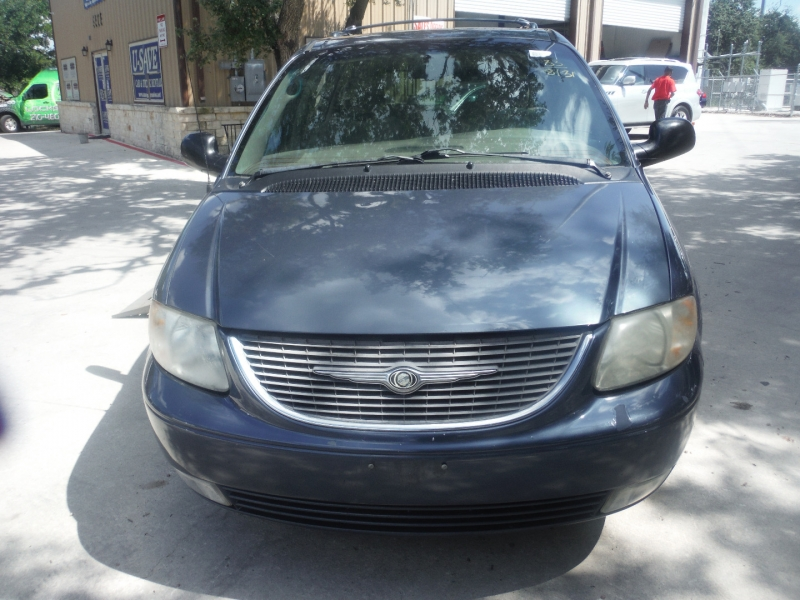 Chrysler Town & Country 2002 price $7,200