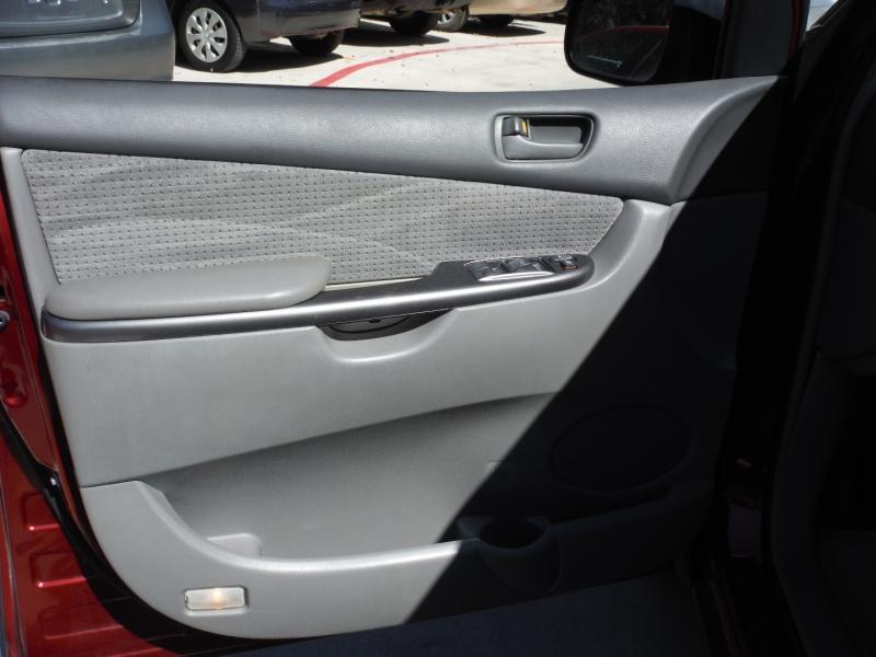 Toyota Sienna 2006 price $4,900