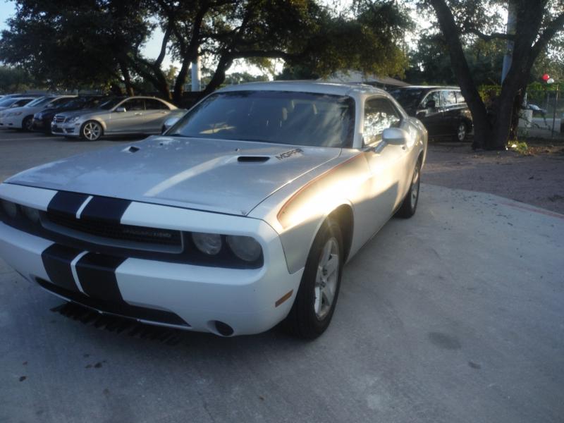 Dodge Challenger 2010 price $8,900