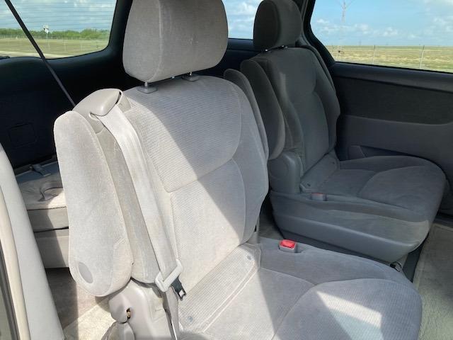 Toyota Sienna 2005 price $3,450