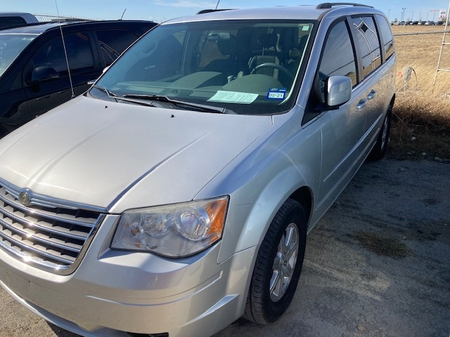 Chrysler Town & Country 2008 price $4,550