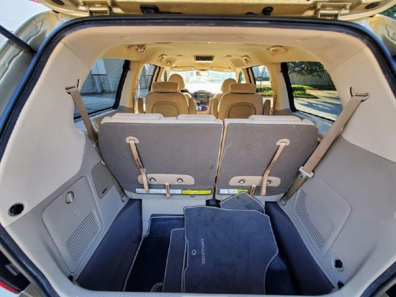 HYUNDAI ENTOURAGE 2008 price $3,500