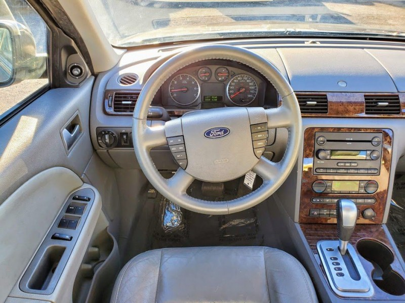 FORD FIVE HUNDRED 2005 price $3,000