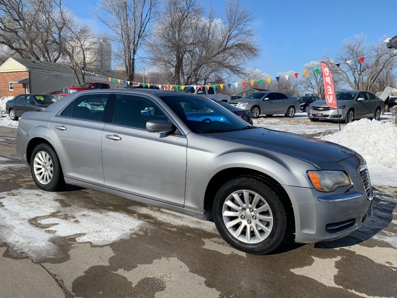 Chrysler 300 2011 price $7,900