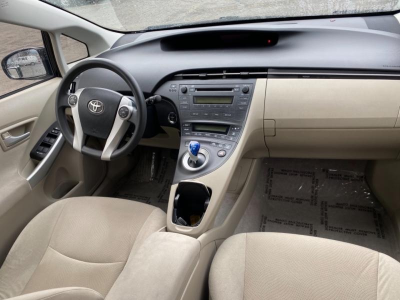 Toyota Prius 2011 price $7,395