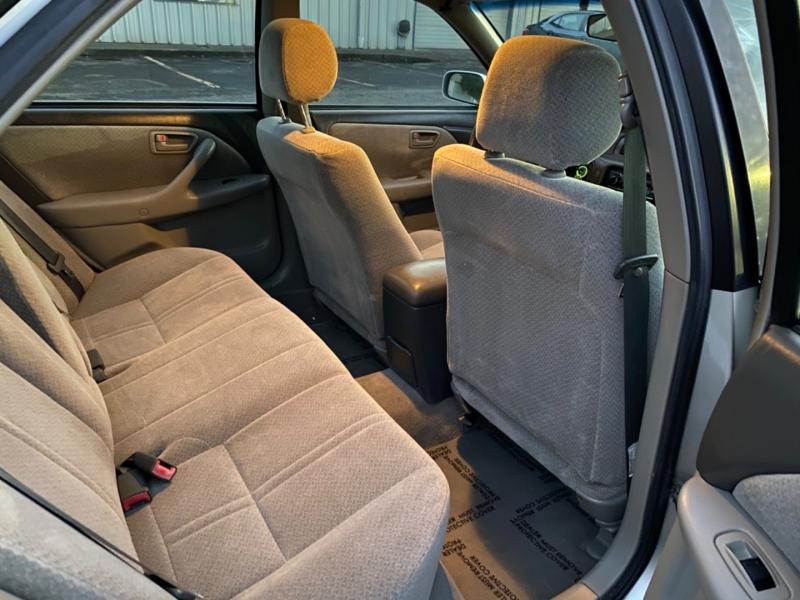 Toyota Camry 2000 price $3,695