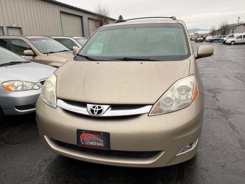 Toyota Sienna 2006 price $9,995