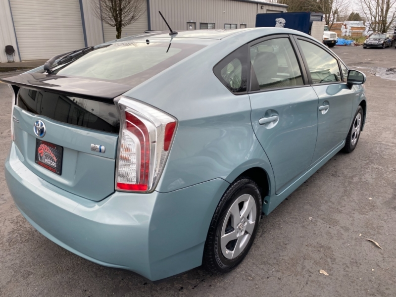 Toyota Prius 2013 price $8,895