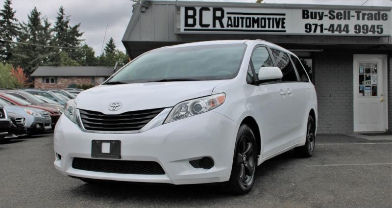 Toyota Sienna 2015 price $19,100