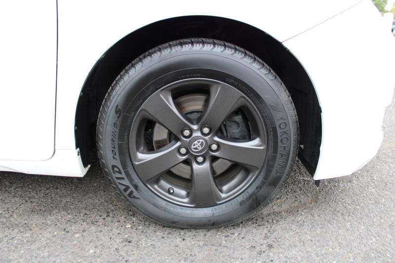 Toyota Sienna 2013 price $17,899