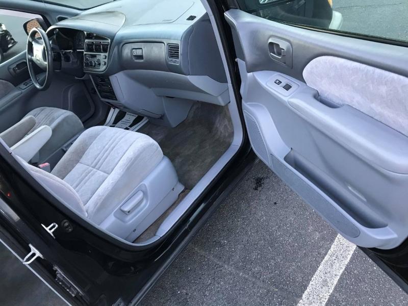 Toyota Sienna 1999 price $4,995
