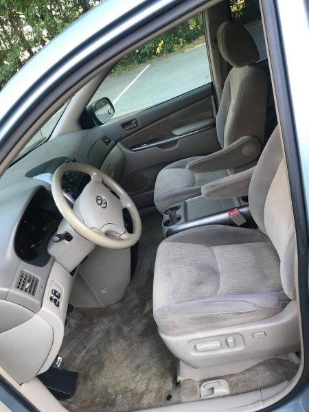 Toyota Sienna 2009 price $6,995