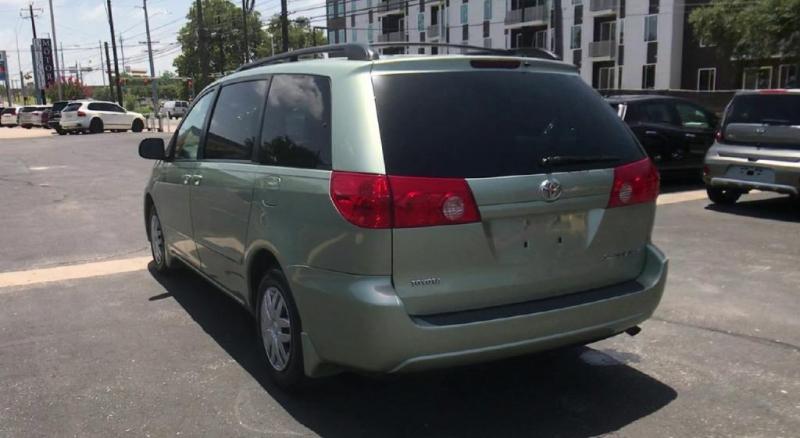 Toyota Sienna 2010 price $4,600