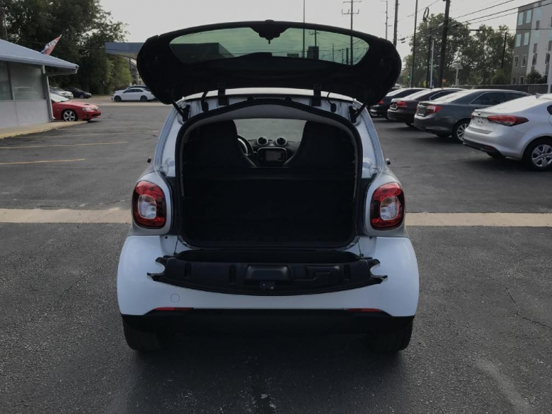 Smart fortwo 2016 price $9,900