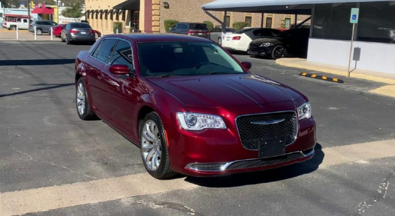 Chrysler 300 2019 price $21,600