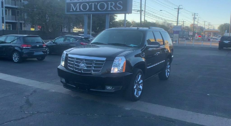 Cadillac Escalade 2010 price $14,900