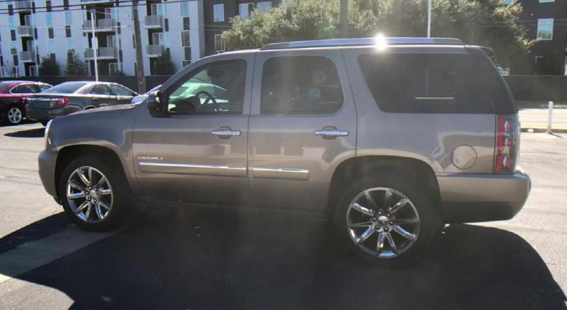 GMC Yukon 2011 price $17,300