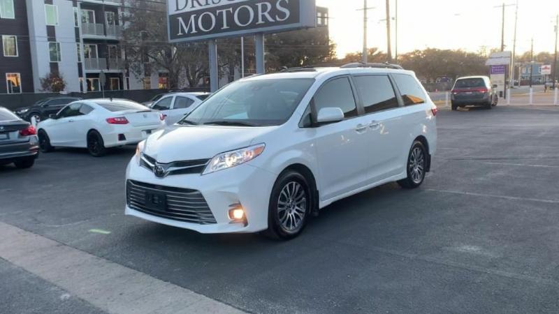 Toyota Sienna 2018 price $29,900