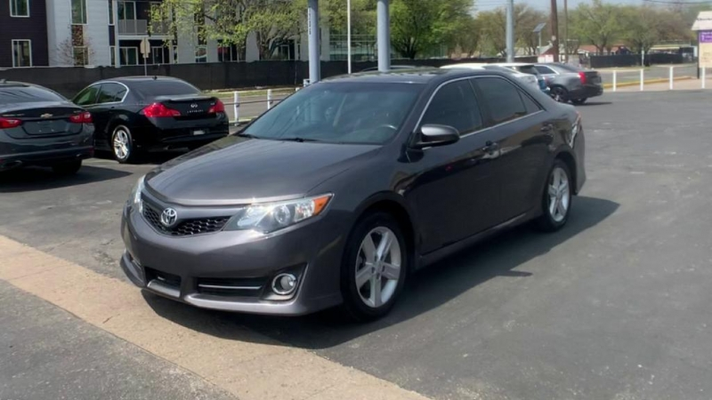 Toyota Camry 2013 price $8,900