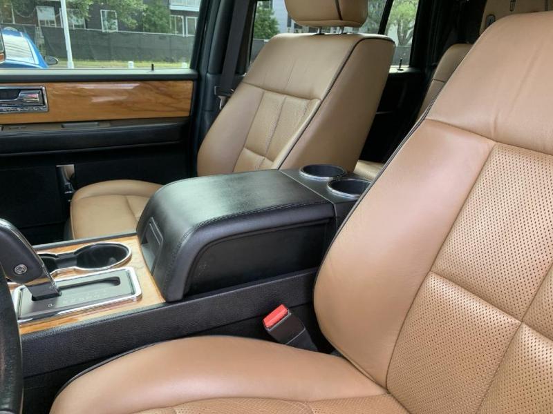 Lincoln Navigator 2013 price $19,900