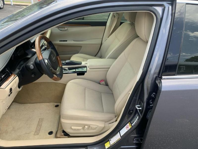 Lexus ES 300h 2013 price $16,500
