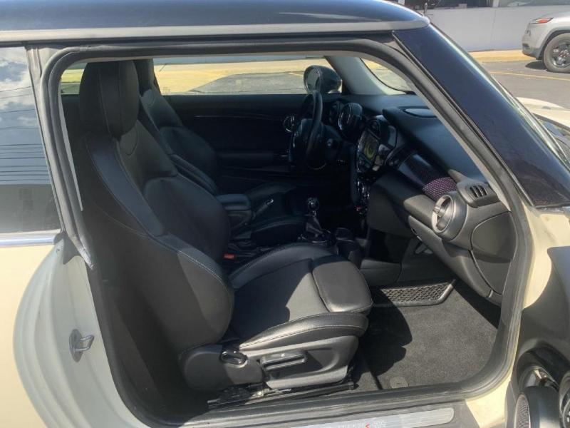 MINI Cooper Hardtop 2015 price $14,900