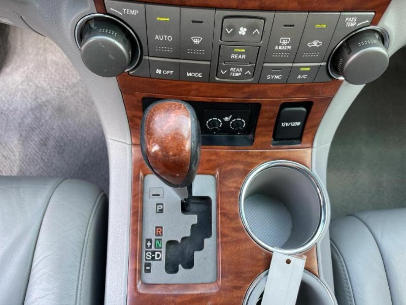 Toyota Highlander 2009 price $13,900