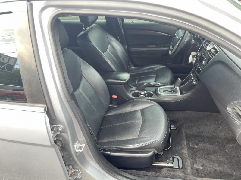 Chrysler 200 2014 price $10,400