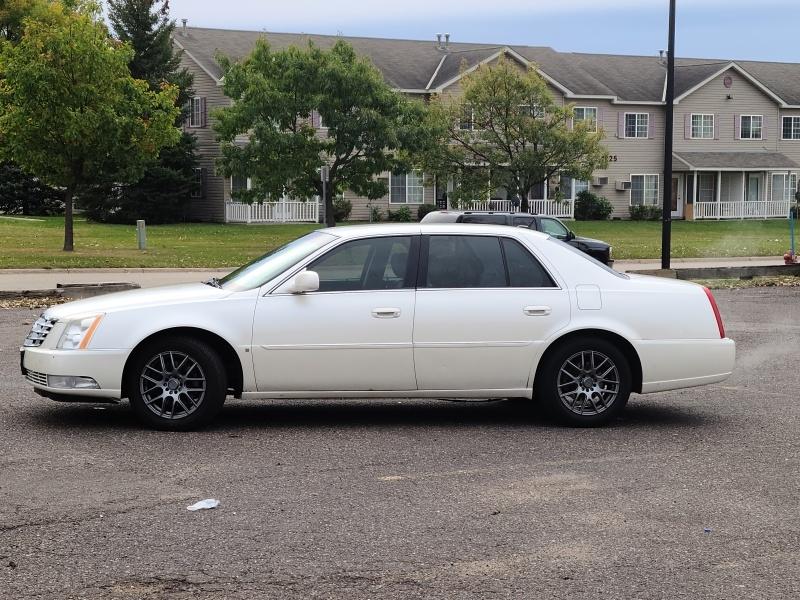 Cadillac DTS 2008 price $2,495 Cash