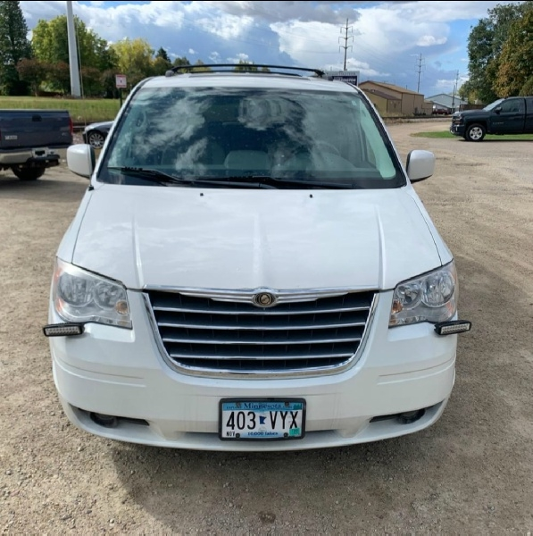 Chrysler Town & Country 2008 price $4,495 Cash