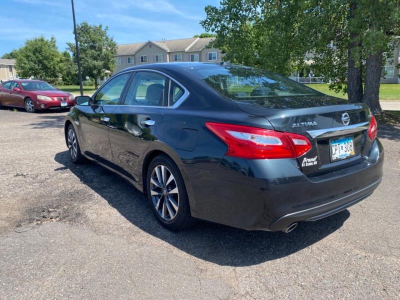 Nissan Altima 2017 price $14,995 Cash