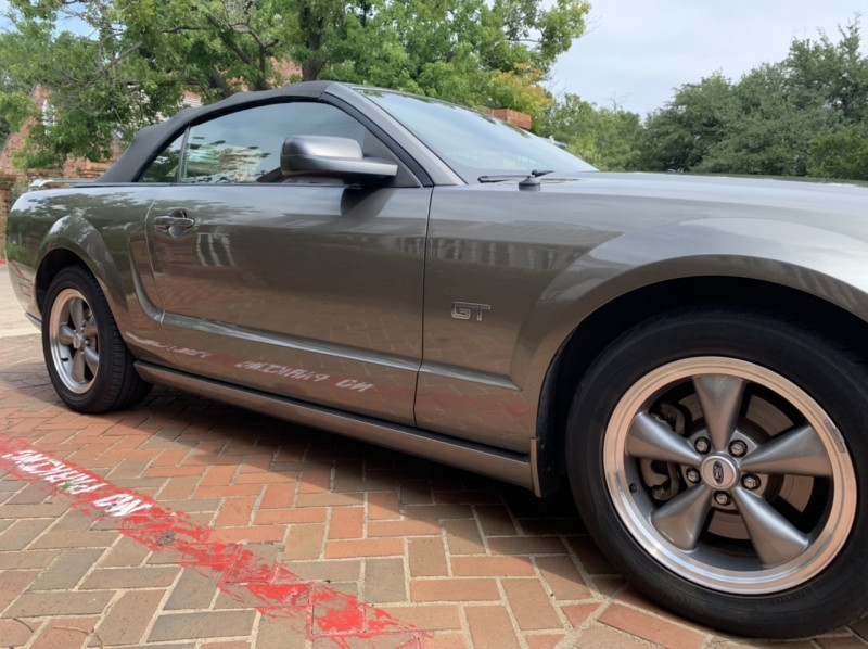 Ford Mustang 2005 price $10,998