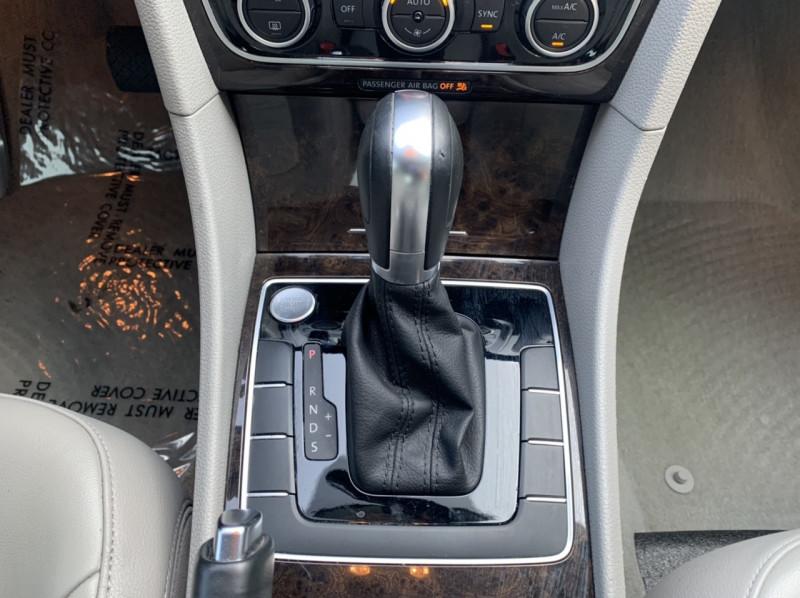 Volkswagen Passat 2015 price $8,998