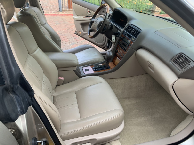 Lexus ES 300 2000 price $4,998