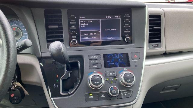 Toyota Sienna 2019 price $24,888