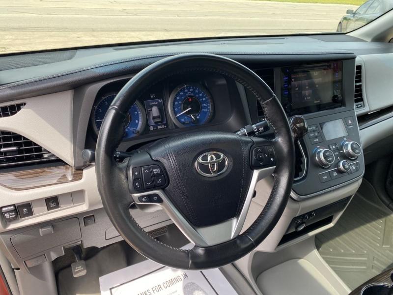 Toyota Sienna 2016 price $23,488