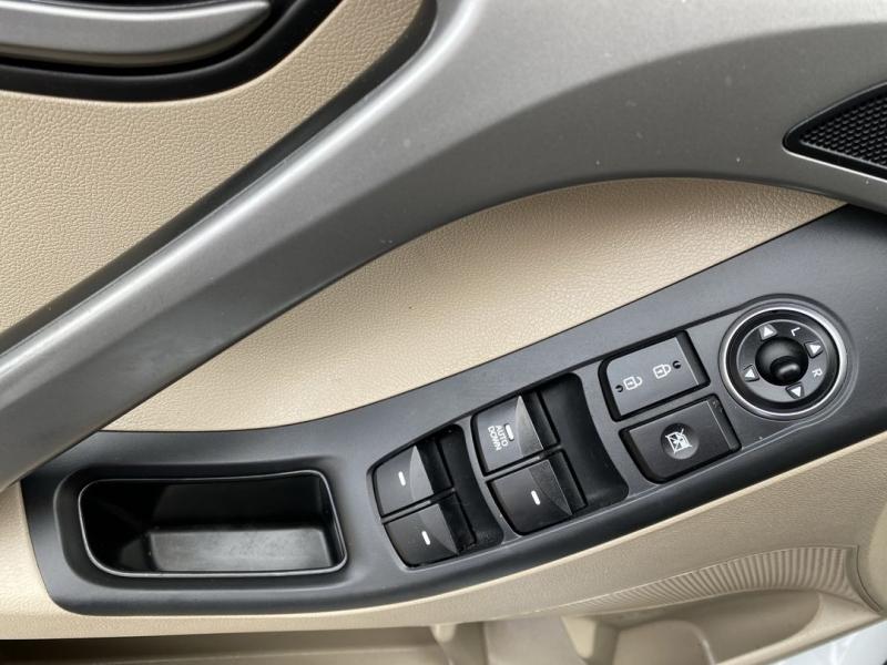 Hyundai Elantra 2016 price $12,488