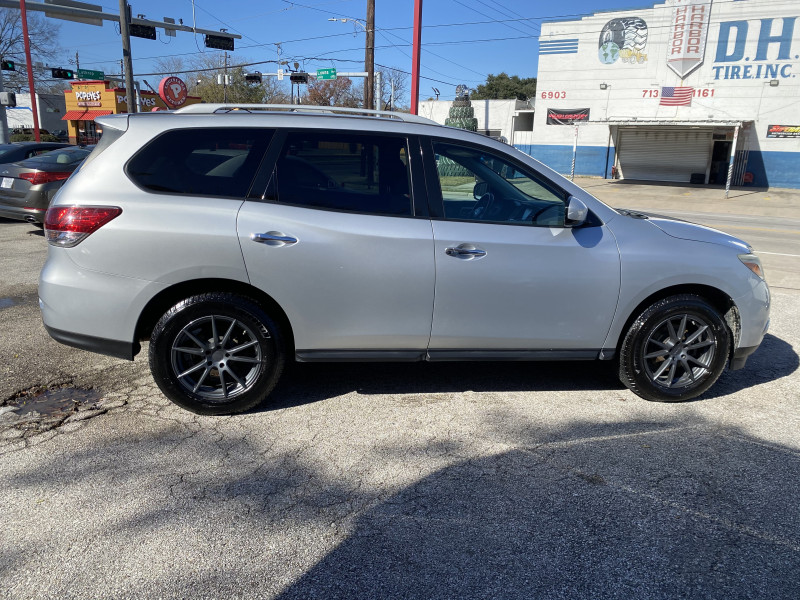 Nissan Pathfinder 2014 price $9,500