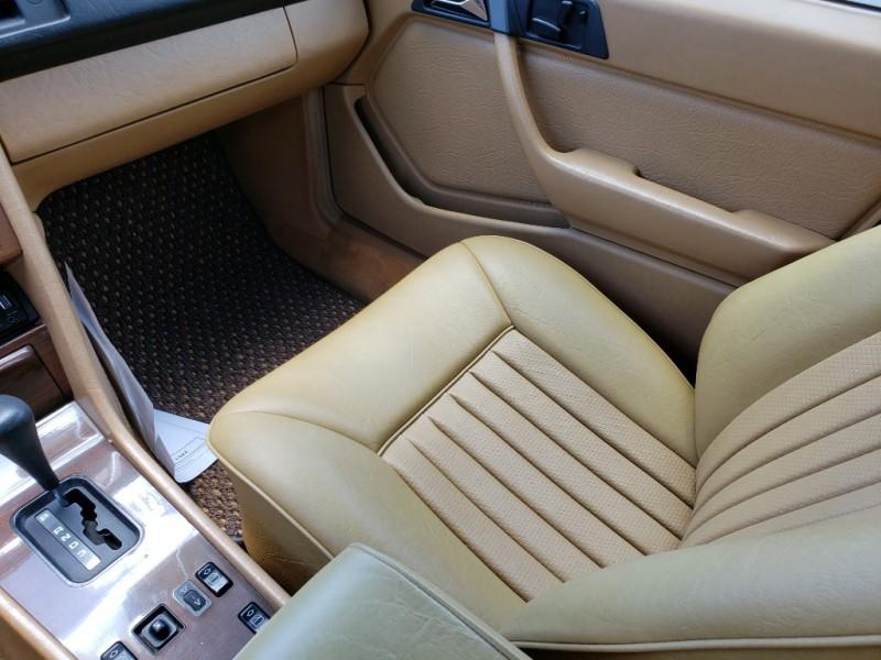 Mercedes-Benz 300 Series 1987 price $8,900