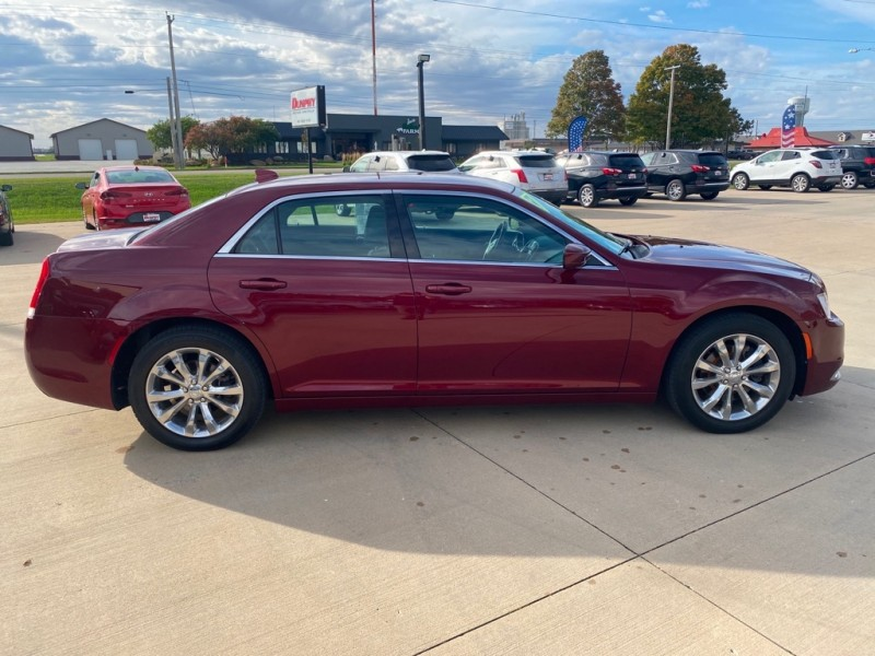 CHRYSLER 300 2016 price $17,800