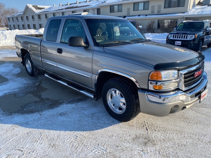 GMC NEW SIERRA 2003 price $3,800