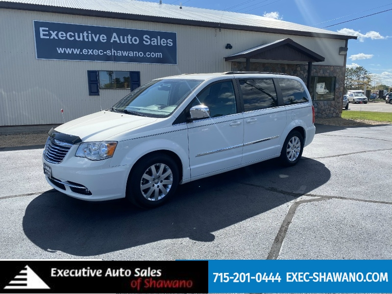 Chrysler Town & Country 2011 price $9,990
