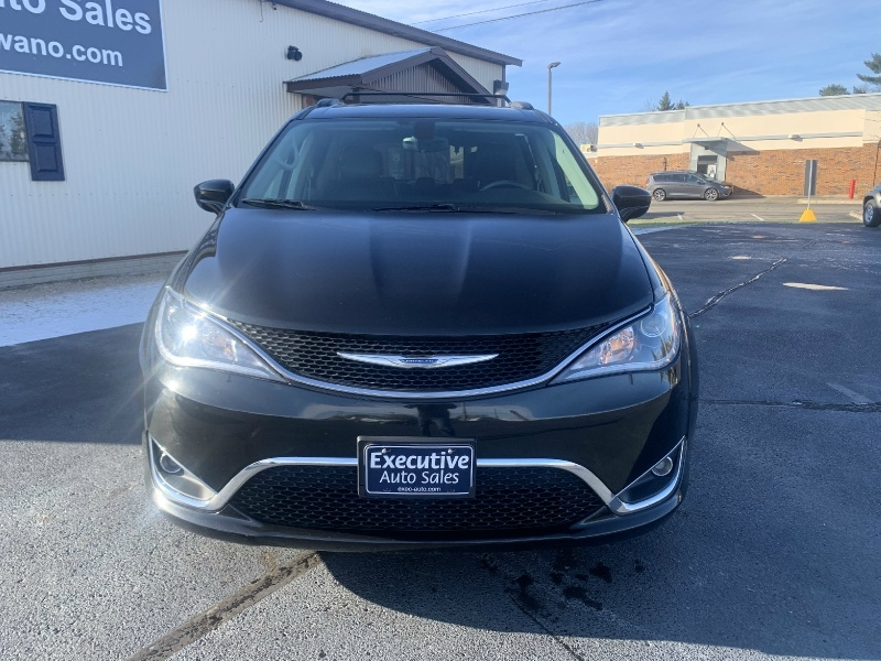 Chrysler Pacifica 2017 price $19,490