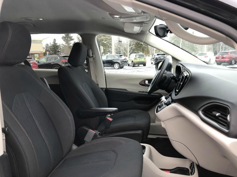 Chrysler Pacifica 2017 price $20,490