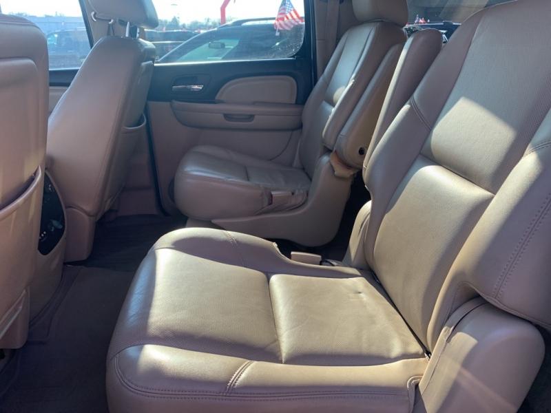 GMC YUKON XL 2011 price $18,900