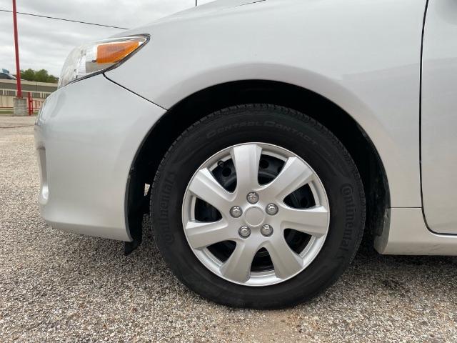 Toyota Corolla 2013 price $2,500