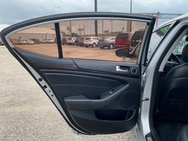 Kia Cadenza 2016 price $2,500