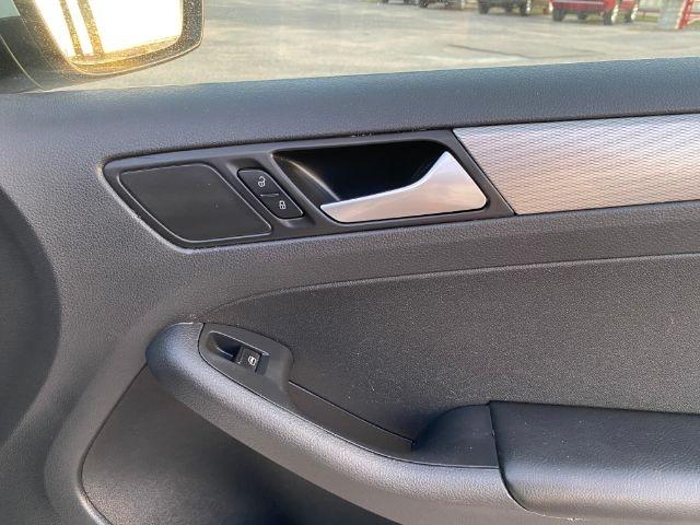 Volkswagen Jetta 2018 price $4,000