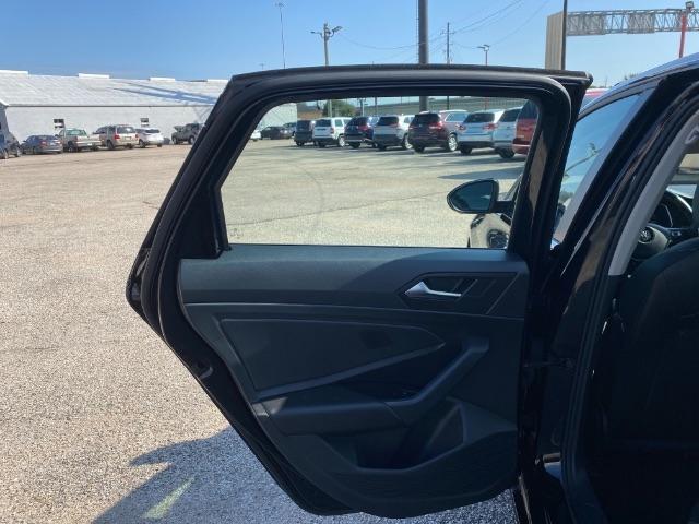 Volkswagen Jetta 2019 price $2,800