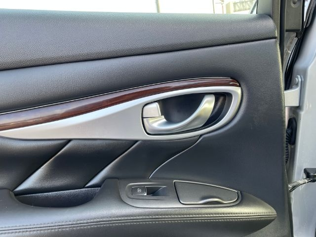 Infiniti Q70 2014 price $2,500